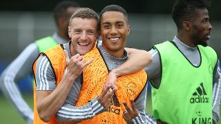 Jamie Vardy with Youri Tielemans